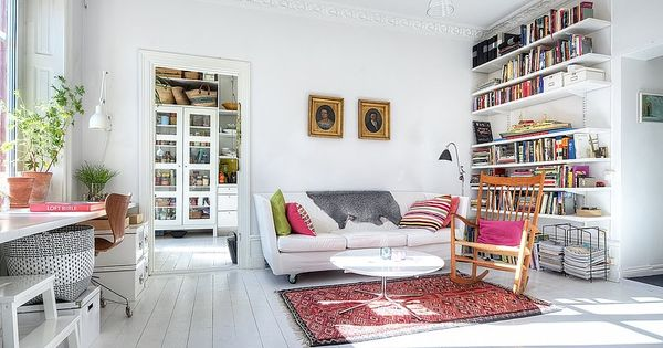 white walls white floors, wall to ceiling shelving wnętrza wnetrza interior inspirations
