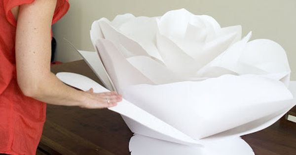 Grace Designs: Giant Paper Flowers @Rhonda Alp Alp Alp Alp MacLean we have to make these ! I have 100 ideas for these right now... | See more about Giant Paper Flowers, Paper Flowers and Paper.