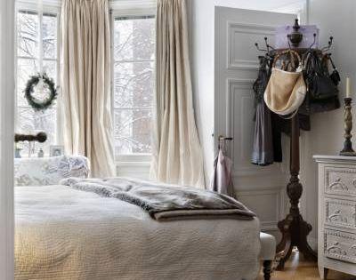 I need a coatrack in my bedroom!! Great idea!