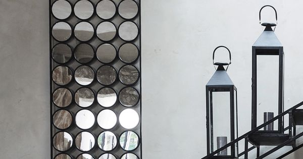 Zwarte geometric metalen spiegel h 156 cm inspiration for Miroir ikea stave