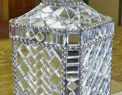 Decoraci n de un florero jarron de cristal con mosaico de for Jarron cristal decoracion