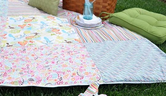 DIY: water resistant! Patchwork Picnic Blanket - Centsational Girl