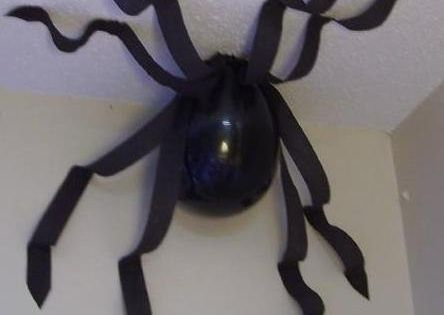 Black Balloon spider craft, perfect for Halloween decorating!