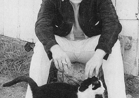John Lennon and a beatle cat:) cay JohnLennon