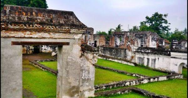 Expeditionaissance Keraton Kaibon Di 2020 Bangunan