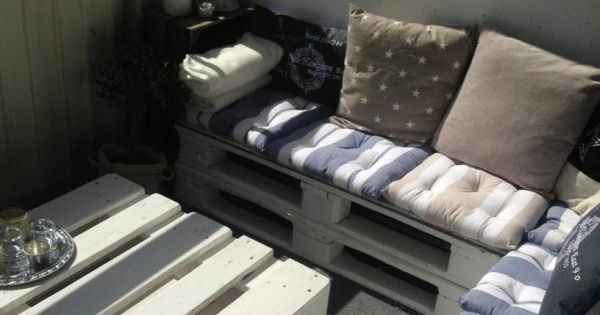 PALLETS Furniture for a small balcony
