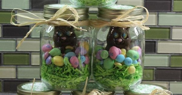 Cute Easter gift idea! Chocolate bunnies in mason jars.