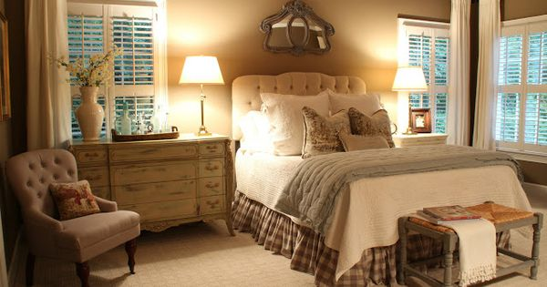 Nice Guest Bedroom Like The Dresser As A Side Table