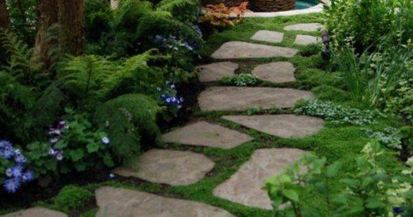 Vorgarten gestalten gartenweg steinplatten pflanzen b ume for Vorgarten inspirationen