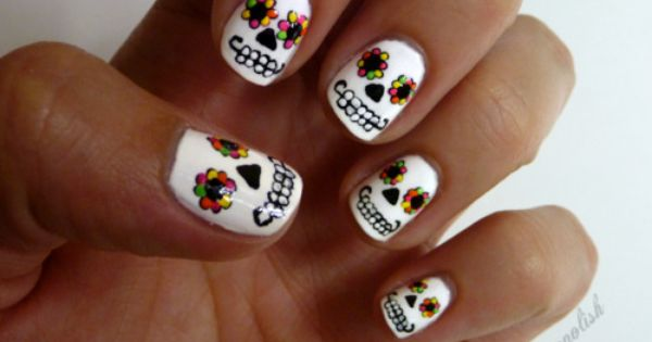 sugar skull nails, so cute! Day of the Dead, Dia de los