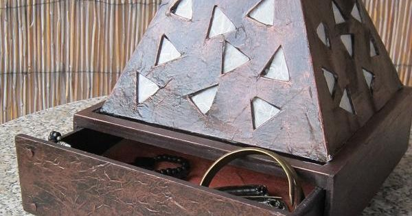fabriquer une lampe en carton ecologia pinterest bijoux comment and reading. Black Bedroom Furniture Sets. Home Design Ideas