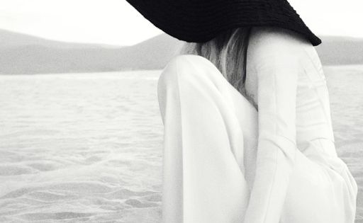 black and white on the beach with gorgeous sun hat! Great holiday