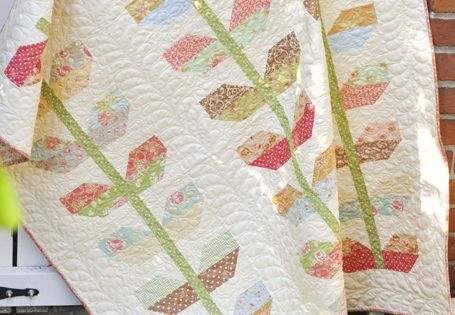 Stems Quilt! You can find the pattern here: http://www.fatquartershop.com/Fig-Tree-Quilts ...