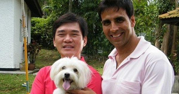 best dog trainer patrick wong and his dog with bollywood super star akshay kumar pet dogs. Black Bedroom Furniture Sets. Home Design Ideas