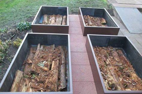 Realiser potager en carre en permaculture avec une couche for Realiser un potager en carre