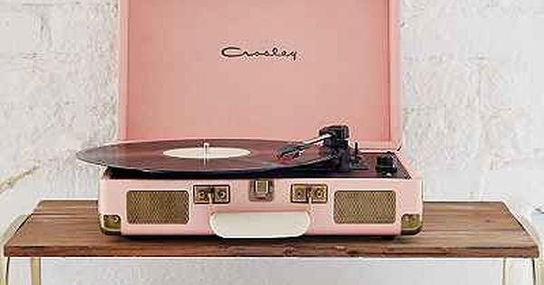 tourne disque vinyle portatif dans un tui crosley x uo cruiser urban outfitters pink. Black Bedroom Furniture Sets. Home Design Ideas