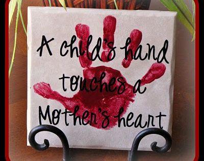 Mothersday gift. Nodig: Canvas doekje, Verf, Zwarte stift. Werkwijze: Beschilder het canvas