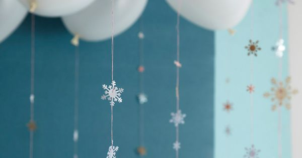 falling snowflake garland. this looks like a bit of work, but i'd