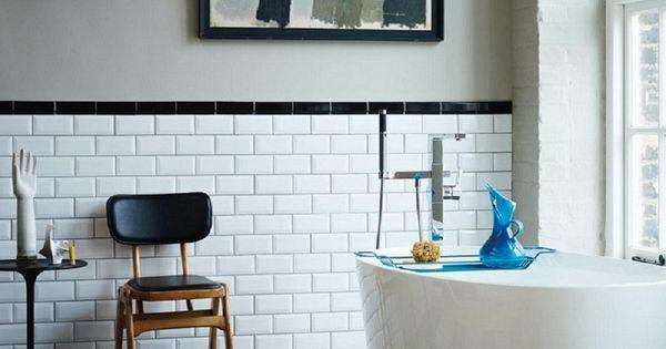 Salle de bain r tro chic avec baignoire ovale sol for Carrelage salle de bain retro