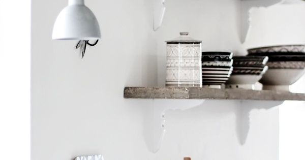 open shelves (© Helt Enkelt) love the chopping boards