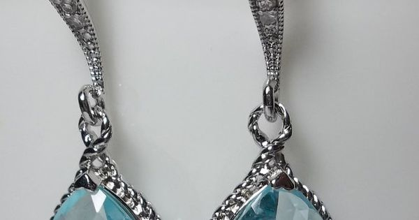 Tiffany Blue is so iconic! Make sure that you incorporate it into