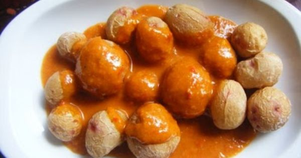 Papas Arrugadas Con Mojo Picón Made In Canarias Gastronomía Española Mambo Alimentacion