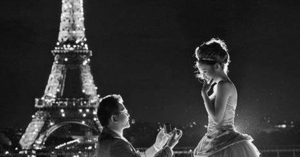 Want my husband to propose like that!!!! And love the dress!!!