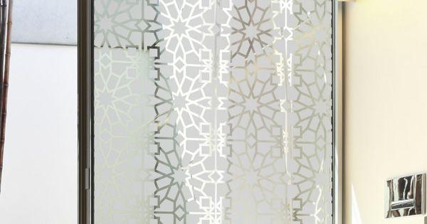 Occultez la vue sur votre vitrage en apportant une touche for Fenetre orientale