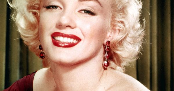 marilyn monroe hair cut | Iconic Celebrity Hairstyles You Should Try -