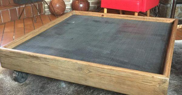 Table basse en t le perfor e cadre bois et roulette pour - Table basse industrielle roulette ...