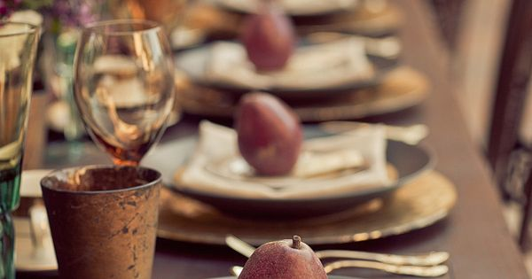 Beautiful tablescape via @Anna Totten @ IHOD modernthanksgiving holidayentertaining