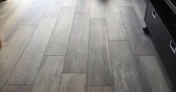 Kronos woodside oak 20x120 cm vloertegels keramisch parket houtlook tegels kronos tegels - Badkamer imitatie parketvloer ...