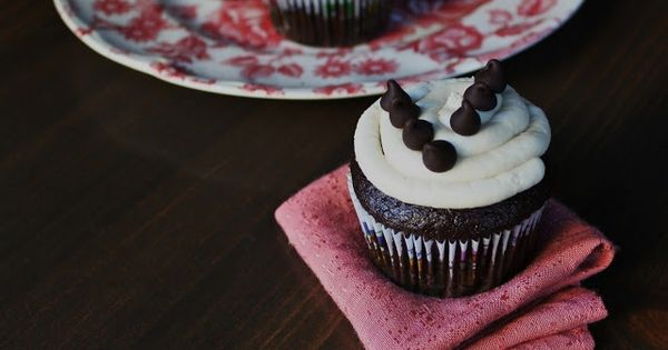 Great recipe for healthier vanilla frosting- nice and thick, great for ...