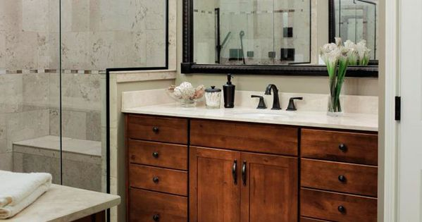 Traditional Bathroom Cabinets