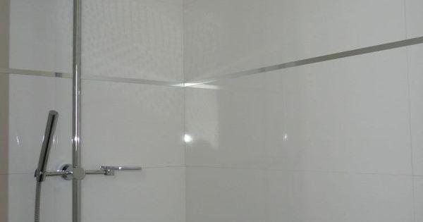 photo faience de la douche parentale avec baguettes inox With carrelage adhesif salle de bain avec baguette a led