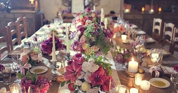 Beautiful thanksgiving table setting.