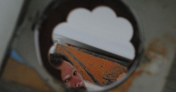 Franz is bezig met de aansluiting van de kachel [27-12-2013] : Leende ...