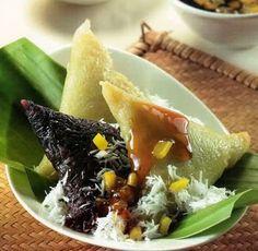Resep Kue Lupis Ketan Hitam Putih Dan Cara Membuat Kue Lupis Legit Serta Olahan Resep Kue Lopis Hijau Serta Re Resep Masakan Malaysia Masakan Unik Masakan Asia