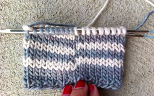 Knitting Vertical Stripes In The Round : Learn how to knit jogless stripes in the round a tutorial