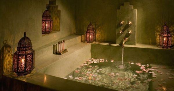 Badezimmer Deko Zum Valentinstag Badewanne Blüten Rosa | Romantik ... Badezimmer Romantisch