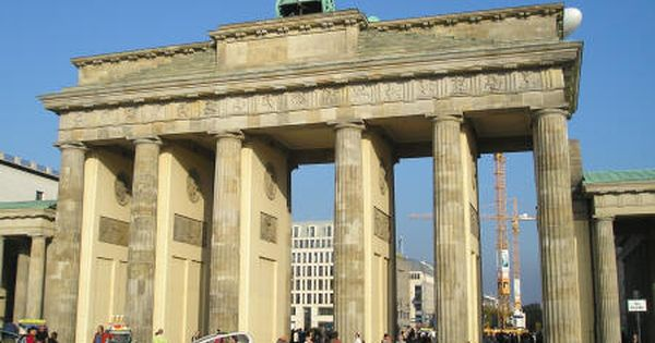 Brandenburg Gate Symbol Of Division And Later Unity Brandenburg Gate Around The World In 80 Days Places To Go