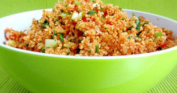 Vitaminreicher türkischer Salat mit Bulgur (Hirse) und ...