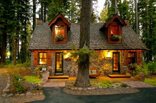 The Cottage Inn Sunnyside Lake Tahoe This Is The Cutest Little B B Housed In Small Cabins Across The Street From The Best Bre Small Lake Houses Tahoe Cabin