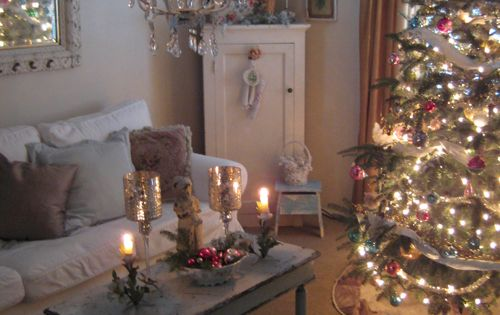 a shabby chic Christmas . . .I want to crawl into this