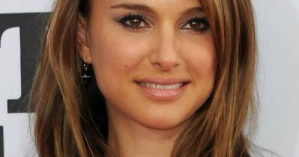 Natalie Portman's hair is a gorgeous caramel, complimenting her ...