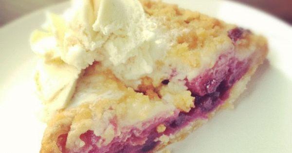 blueberry apple crumble pie via @Jonathan Lo / happymundane on cooking tips