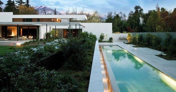 bauhaus architektur-modernes haus-garten mit pool-rechteckig, Best garten ideen