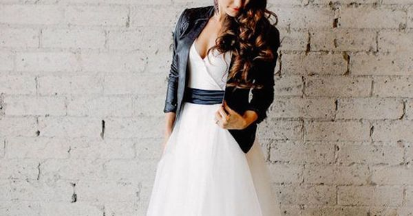 29 Non-Traditional Fall Wedding Dresses For The Modern