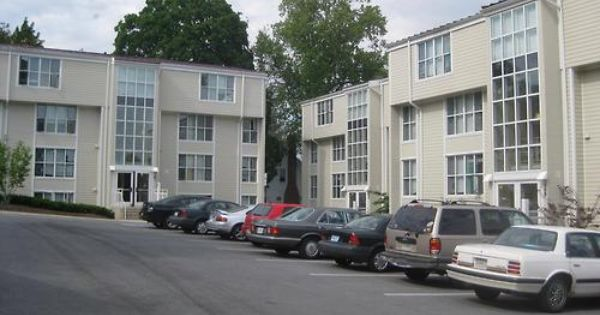 Coed Apartment Style Dorms Available In 4 And 5 Person 4 Person Apartments Have Full Kitchen Apartment View Apartment Garden Apartment Style