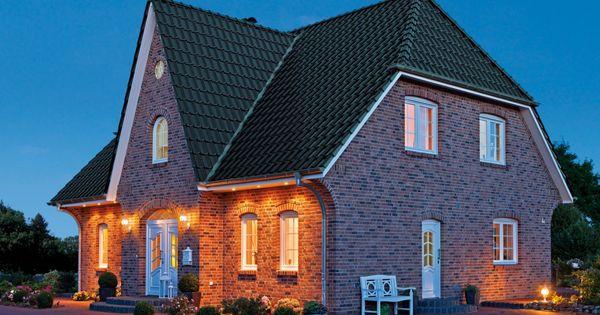 Einfamilienh user friesenhaus klinkerfassade for Baustile einfamilienhaus